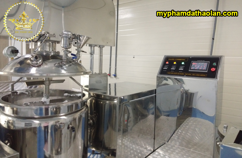 Hình ảnh sản xuất, gia công mỹ phẩm thực tế tại nhà máy của DẠ THẢO LAN